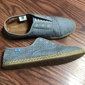 TOMS Size 8
